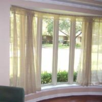 Bowwindow curtain track with valance