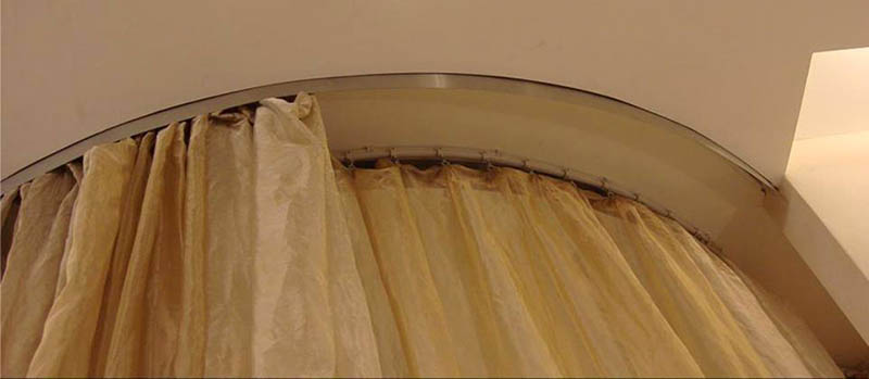 a bendable curtain track