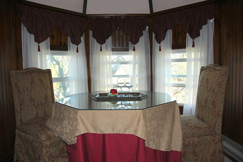 a curved curtain rod for bay window